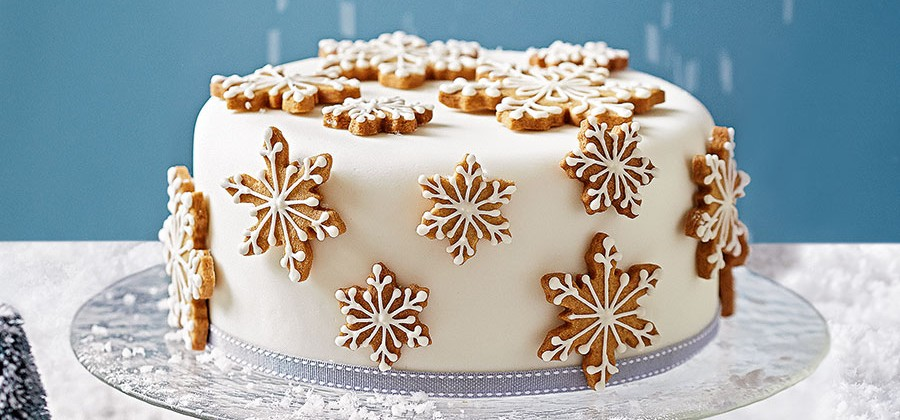 595325-1-eng-GB_how-to-decorate-a-spiced-snowflake-christmas-cake-900×420